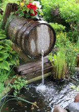 garten brunnen Wooden barrel waterfall over a backyard garden pond Backyard Water Feature, Large Backyard, Ponds Backyard, Garden Ponds, Backyard Ideas, Fountain Garden, Desert Backyard, Backyard Waterfalls, Balcony Garden