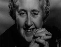 Agatha Mary Clarissa Miller (1890-1976), más conocida como Agatha Christie, fue una escritora británica especializada en el género policial, considerada a nivel internacional como una de las más grandes autoras de crimen y misterio de la literatura universal.