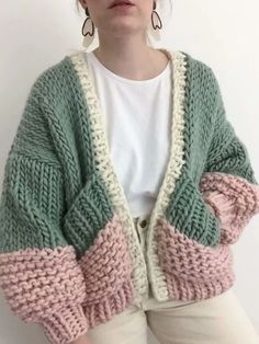 Honey blossom cardigan goldfreckles 16 trendy autumn street style outfits for 2018 Cardigan Au Crochet, Knit Crochet, Crochet Tops, Crotchet, Hand Knitted Sweaters, Fall Sweaters, Knitting Sweaters, Vogue Knitting, Hand Knitting