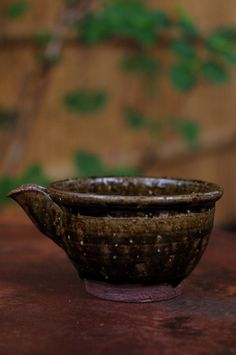 Spouted bowl, iron glaze