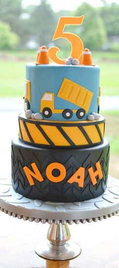10 Construction-Themed Birthday Cakes Any Little Person Will Dig Second Birthday Ideas, Third Birthday, 3rd Birthday Parties, Birthday Fun, Birthday Cakes, Construction Birthday Parties, Construction Party, Themed Cakes, Impreza