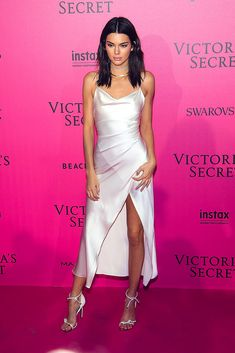 Take a look at the Kendall Jenner style file, Elleuk's collection of the best looks worn by on trend Kendall. Le Style Du Jenner, Kendall Jenner Outfits, Kendall And Kylie Jenner, Kylie Jenner Vestidos, Fashion Show 2016, Victoria Secret Fashion Show, Dove Cameron, Cara Delevingne, Zendaya