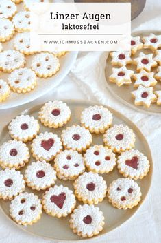 Linzer eyes after grandma& recipe- Linzer Augen nach Omas Rezept These Linz eyes are a fixed part of the Christmas cookie maker. I have the recipe from my Viennese grandma, a great baker! Easy Cookie Recipes, Baking Recipes, Dessert Recipes, Desserts, Cake Recipes, Christmas Biscuits, Christmas Baking, Christmas Recipes, Peanut Butter Cookie Recipe