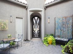 With a new wall color, a couple of designated sitting areas and cool outdoor decor, this courtyard is ready for guests.
