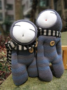 Simple But Really Fun Sock Art To Use Up All Those Single Socks Lying Around – Bored Art - Stofftiere Sock Dolls, Doll Toys, Dolls Dolls, Rag Dolls, Sock Bunny, Sock Crafts, Small Sewing Projects, Sock Animals, Cute Monsters