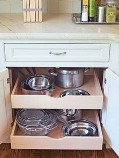Pull-out pot storage