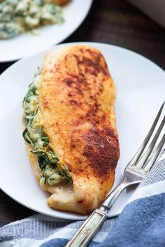 Spinach stuffed chicken is low carb and family friendly! Even my picky eaters lo… Spinach stuffed chicken is low carb and family friendly! Even my picky eaters love this cheesy chicken recipe! Low Carb Vegetable Soup, Low Carb Vegetables, Vegetable Soup Recipes, Pollo Caprese, Healthy Chicken Recipes, Cooking Recipes, Game Recipes, Delicious Recipes, Beef Recipes