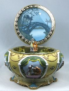 Disney Lady and The Tramp RARE Music Box Round Jewelry Trinket Box Bella Notte