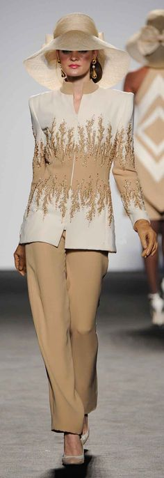 Renato Balestra Spring Summer 2012 Couture are stunning & creative couture designs that melt on a silhouette & gleam with color and details. New Fashion, Fashion Models, Spring Fashion, Womens Fashion, Sport Chic, Bcbg, Tweed, Dress For Success, Mantel