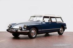 """Derr Citroën ID 21 F """"Familiale"""" von 1967: http://www.zwischengas.com/de/FT/diverses/Auctionata-310-vom-31-August-2015.html?teaserindex=1&utm_content=buffer3ac68&utm_medium=social&utm_source=pinterest.com&utm_campaign=buffer Foto © Auctionata"""