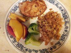 Turkey breast 4 oz. Cauliflower & onion w/garlic, sea salt, pepper, butter buds. Broccoli & half peach. HCG p2 meal 210 calories.