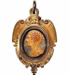Pendant, Italy, XVI th century Gilt bronze, hard stone cameo .