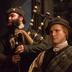 Outlander TV Series on Starz: Bagpipers at the Gathering. Claire Fraser, Jamie Fraser, Jamie And Claire, Diana Gabaldon Books, Diana Gabaldon Outlander Series, John Bell, Outlander Season 1, Outlander Tv Series, Actors & Actresses