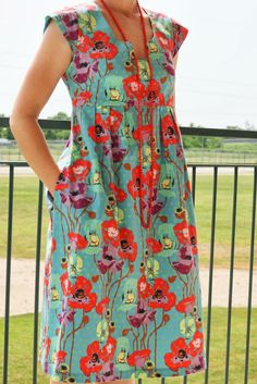 I& made a dress and tunic using Made by Rae& Washi Dress pattern. - I& made a dress and tunic using Made by Rae& Washi Dress pattern. I sewed the dress last year, but I made the tunic just this week. Trendy Dresses, Simple Dresses, Casual Dresses, Summer Dresses, Dress Sewing Patterns, Clothing Patterns, Pattern Sewing, Maxi Outfits, Fashion Outfits