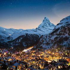 "1,463 отметок «Нравится», 11 комментариев — #GreatestTravels (@greatesttravels) в Instagram: «@tomarcherphoto: The beautiful village of Zermatt with the famous ""Toblerone mountain"" Matterhorn.…»"