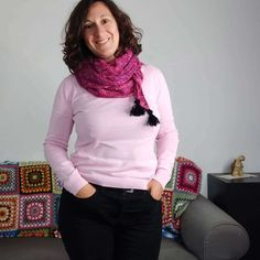 Le tutoriel de ce châle au crochet est l'un des projets de la formation en ligne pour apprendre le crochet.Découvrez toutes mes astuces crochet et les bonnes techniques pour devenir crocheteuse.Toutes les infos sur tricocotier.com . #crochet #DIY #tutocrochet Crochet Diy, Crochet Flowers, Ravelry, Couture, Fashion, Easy Crochet, Fishing Line, Projects, Moda