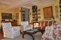 Wohnzimmer Corner Desk, Gallery Wall, Furniture, Home Decor, Rural House, Living Room, Nice Asses, Homemade Home Decor, Corner Table