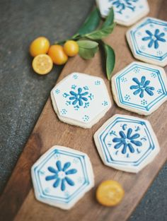 Pretty cookies: http://www.stylemepretty.com/2015/04/17/inspired-by-the-mediterranean-color-palette/ | Photography: Ashley Sawtelle - http://ashleysawtelle.com/