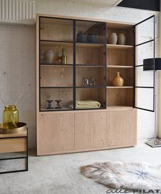 Furniture Shipping From India To Usa Key: 2607659417 Divider Cabinet, Cabinet Decor, Cabinet Design, Glass Cabinet Doors, Home Living Room, Living Room Decor, Crockery Cabinet, Muebles Living, Appartement Design