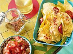 Das Rezept für Nachos mit Käsesoße und Salsa und weitere kostenlose Rezepte auf LECKER.de
