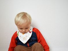 Bandana Bib | organic cotton jersey dribble bib | Reversible teething bib | Dinosaurs reversible bandana | Dino Snap button triangle bib