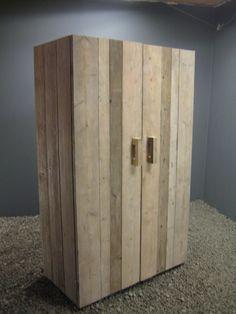 Kledingkast steigerhout look