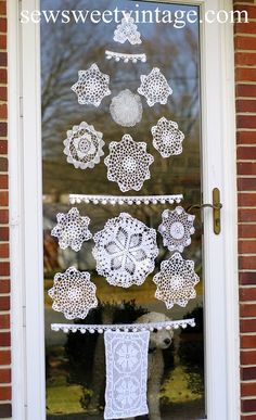 Great Ideas -- 25 Light & Bright Christmas Decor!