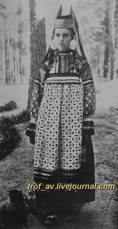 oI< Женщина в праздничном костюме Скопинского уезда Рязанской губернии, 1900е г.