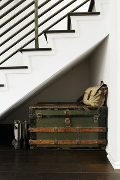Brilliant Lifehacks For Your Tiny Closet Use a trunk to store out-of-season clothing or shoes, which can also double as a bench in small spaces.Use a trunk to store out-of-season clothing or shoes, which can also double as a bench in small spaces. Old Trunks, Vintage Trunks, Trunks And Chests, Antique Trunks, Vintage Suitcases, Vintage Luggage, Tiny Closet, Closet Space, Do It Yourself Baby