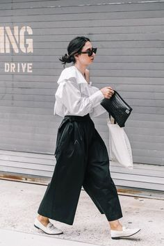 Best of New York Fashion Week: Street Style Look Fashion, Trendy Fashion, Korean Fashion, Girl Fashion, Fashion Outfits, Fashion Design, Fashion Clothes, Fashion Black, Fashion Spring