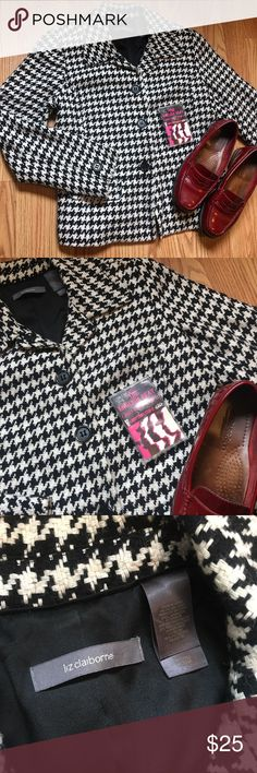 🖤Mod Houndstooth Blazer🖤 Fitted Houndstooth Blazer. Lightly worn. Has two front pockets and snap buttons up front. Fits like a sm/md. Super cute! ((TAGS: mod, retro, vintage, Liz Claiborne, Voodoo Vixen, Hell Bunny, Ska, Urban Outfitters, 60s, 70s, 80s, 90s)) Macy's Jackets & Coats Blazers