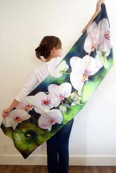 https://www.etsy.com/es/listing/244458094/white-orchids-silk-satin-shawl-22x72?ref=related-2