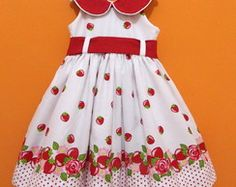 Vestido Duda-Flor moranguinho 1503 Toddler Dress, Toddler Outfits, Kids Outfits, Kids Dress Wear, Mom Dress, Kids Frocks, Frocks For Girls, Little Girl Dresses, Girls Dresses