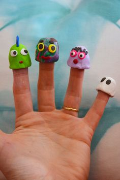 Cool Sculpy clay finger puppets! From Meri Cherry