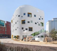 Walls with built-in flowerpots and a staircase that functions as a play space both feature at this Seoul kindergarten by local architects office OA Lab Kindergarten Design, Kindergarten Lesson Plans, Kindergarten Learning, Modern Architects, Local Architects, Education Architecture, Facade Architecture, Timber Roof, Modern Entrance