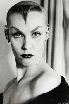 Vintage Hot Look of the Day: Maila Nurmi aka Vampira, 1955 - Looks a little Vulcan to me. Los Addams, Maila, Famous Monsters, Beatnik, Vintage Horror, Female Actresses, Punk Goth, Dark Beauty, Hollywood Glamour