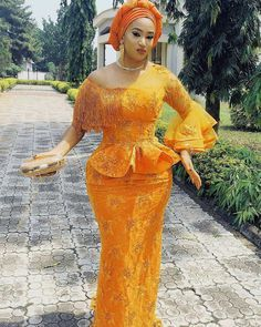 We're back with our monthly edition of owambe outfit ideas, here are the most beautiful owambe style ideas for July. Nigerian Lace Styles, African Lace Styles, African Lace Dresses, Latest African Fashion Dresses, African Dresses For Women, African Print Fashion, Ankara Styles, African Women, Nigerian Dress