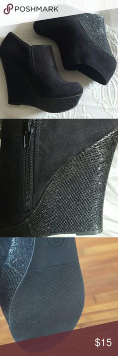 """Wedgie Embellished heel wedge with 5' heel and 1-1/2 platform. Comparable to a 3-1/2"""" heel. Manmade material. Worn a few times. Great condition.  Comfortable and cool. Pair with skinny jeans or with a skirt and black tights. SM  Shoes Wedges"""