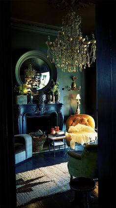 Die Gotik Architektur Merkmale Kunst weisses Badezimmer Gestaltung Design dunkle szene kronleuchter