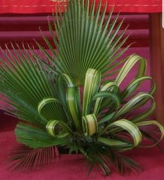 ~ Pin by So Much To Look At on Floral Arrangements-Inspiration Tropical Flower Arrangements, Creative Flower Arrangements, Ikebana Flower Arrangement, Church Flower Arrangements, Beautiful Flower Arrangements, Beautiful Flowers, Altar Flowers, Church Flowers, Funeral Flowers