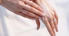 La nature nous offre des produits naturels pour prévenir les rides sur les mains, les marques et les taches qui peuvent être apparaître avec le temps sur la peau