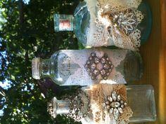 Original Ideas for Repurposing Vintage Jewelry Altered Bottles, Antique Bottles, Vintage Bottles, Recycled Bottles, Bottles And Jars, Glass Jars, Mason Jars, Wine Bottle Art, Glass Bottle Crafts
