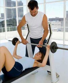 Oito exercícios de musculação que garantem seios mais firmes