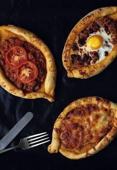 Kanela y Limón: Barcas de pan con boloñesa