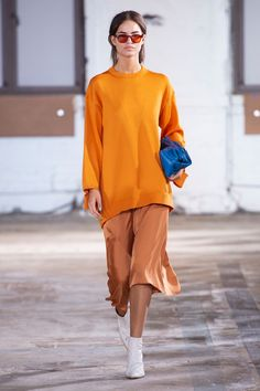 New York Fashion Week Spring 2019 - Best New York Spring 2019 Runway Fashion Fashion Week, New York Fashion, Runway Fashion, High Fashion, Womens Fashion, Fashion Trends, Modern Outfits, Stylish Dresses, Style Haute Couture