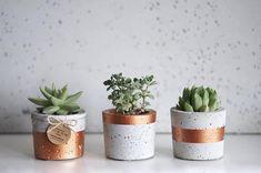 Cement Art, Concrete Crafts, Concrete Pots, Concrete Planters, Wall Planters, Painted Flower Pots, Painted Pots, Beton Diy, Succulent Pots