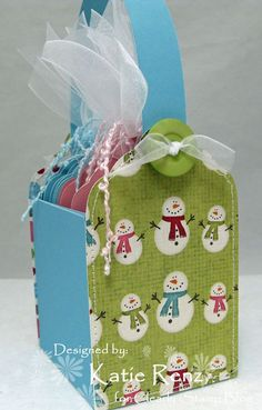 Gift tags in a box, with explanation. I made it once for teabags, now I must try this, cause I want it.
