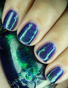 I've got to find this nail polish <3