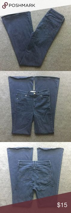 "Abercrombie & Fitch Womens Wide Leg Jeans Size 4 Excellent used condition, no noted flaws. Women's size 4. Color denim blue. Wide legs. 65% cotton, 21% viscose, 13% polyester, 1% spandex. Machine wash. Approx. laying flat measurements: 14"" waist, 9.5"" rise, 33""inseam, 43.5"" long. Remember to bundle up and save more, so check my closet for other treasure finds. Abercrombie & Fitch Jeans Flare & Wide Leg"