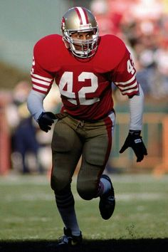 Ronnie Lott was drafted overall by the San Francisco in the 1981 NFL Draft as a cornerback but became the greatest Safety to ever play the game. 49ers Players, Nfl Football Players, Football Icon, College Football, New Nfl Helmets, Ronnie Lott, Nfl 49ers, Nfl History, Football Conference